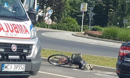 Ciechanów: Wypadek na rondzie. Ranny 54-letni rowerzysta