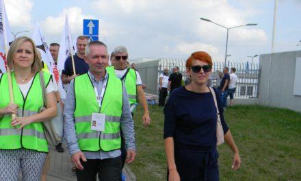 Strajk ostrzegawczy pracowników firmy Sofidel (zdjęcia)