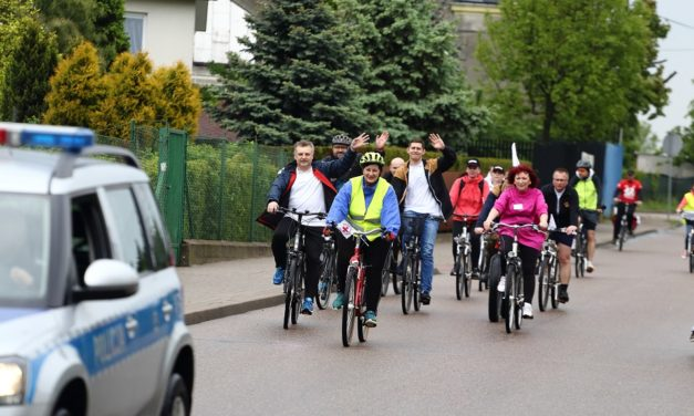 Ciechanów: Dwie wiekowe instytucje na wspólnym rajdzie rowerowym