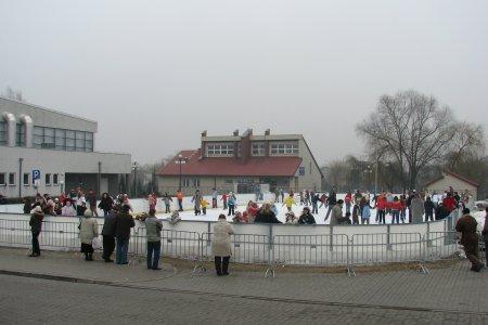 Ciechanów: Ostrzcie łyżwy! Jutro startuje miejskie lodowisko