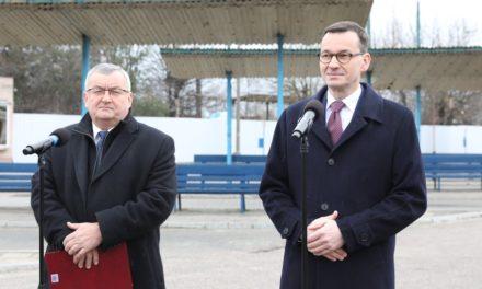 Płońsk: Premier Mateusz Morawiecki podał szczegóły ustaw przywracających połączenia komunikacyjne