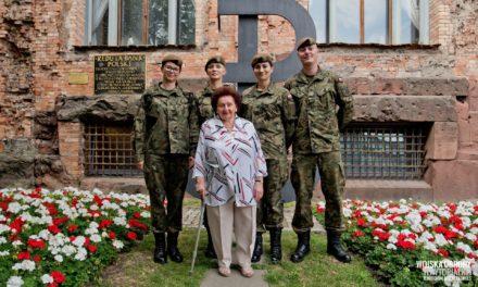 Porządkowanie miejsc pamięci przed 75 rocznicą wybuchu Powstania Warszawskiego ( zdjęcia)