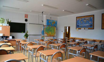Ciechanów: Od poniedziałku najmłodsi uczniowie wracają do szkoły