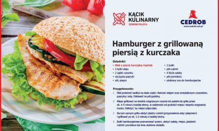 Hamburger z grillowaną piersią z kurczaka