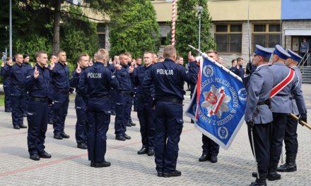 Nowi policjanci. Wśród nich funkcjonariusz, który zamienił mundur brytyjskiej Policji na ojczyste barwy