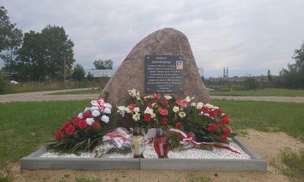Kąty: Odsłonięto pomnik pamięci Romana Konwerskiego