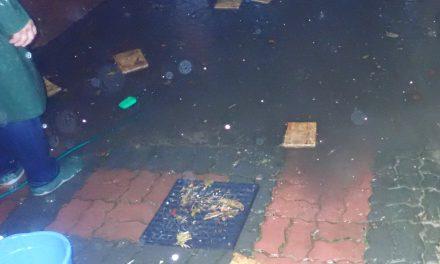 Ciechanów: Ulica Bony znów pod wodą. Mieszkańcy mają dość