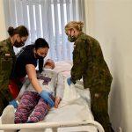Żołnierze przeszli kurs opieki nad pacjentem leżącym, by jeszcze bardziej odciążać personel szpitali