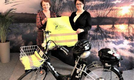 Przesyłkę ze Starostwa dostarczą rowerem
