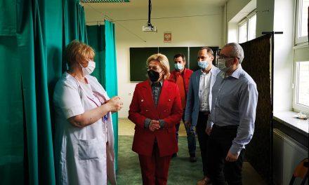 Poseł Cicholska odwiedziła pierwszy na Mazowszu Punkt Szczepień Powszechnych