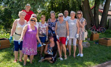 Seniorzy z Ciechanowa tworzą Eko Farmę