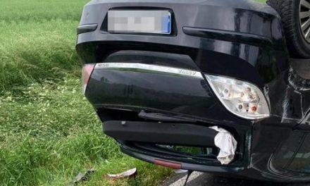 Dachowanie samochodu osobowego we Władysławowie ( zdjęcia)