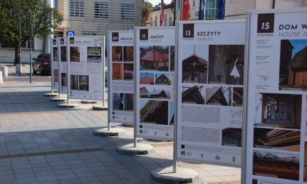 Ciechanów: Zapomniane dziedzictwo drewnianej architektury na wystawie plenerowej