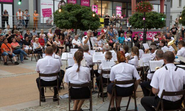 Ciechanów: Pierwsze letnie koncertowanie pod chmurką za nami